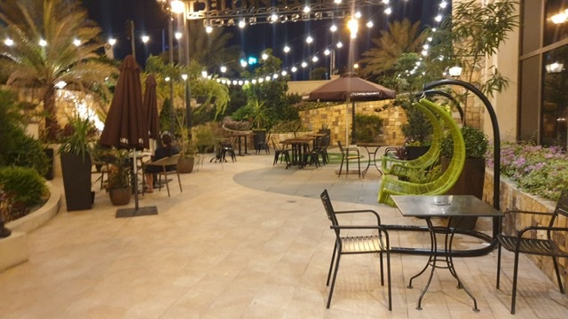 Coffee Project invites you to dine al fresco; enjoy sun-kissed picnics in the morning or romantic dinner under the moonlight