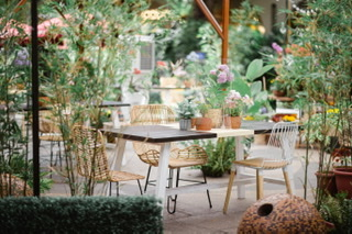 REFRESHING AL FRESCO DINING SPACES MOMS WILL LOVE