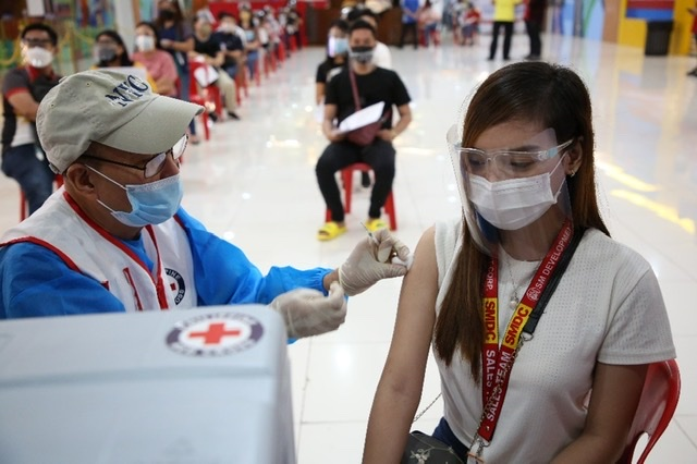 SMDC rolls out vaccination program for all its residents and employees