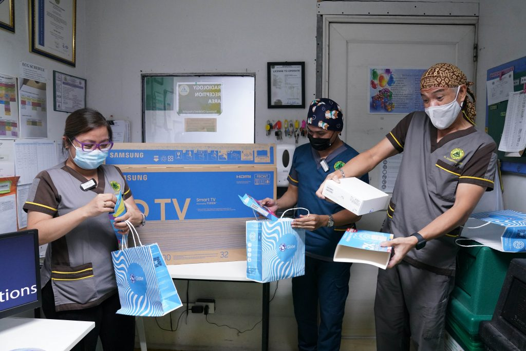 Call of duty: 1,500 COVID-19 medical frontliners receive essential care packages from Globe