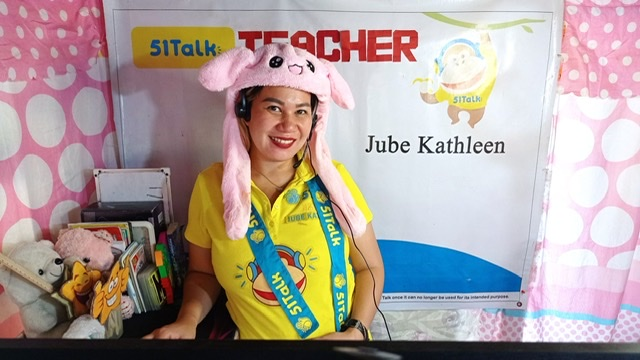 Breadwinners with full-time jobs find purpose and earn extra from teaching English online